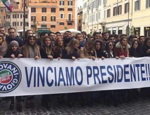 I GIOVANI DI FORZA ITALIA ACCOLGONO BERLUSCONI CON CORI DA STADIO
